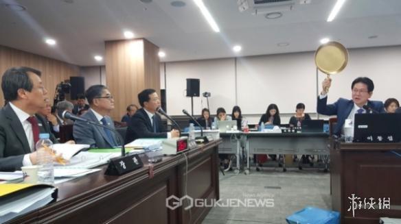 韩国议员拿出《绝地求生大逃杀》平底锅 呼吁国家重视游戏产业